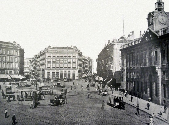 La Puerta del Sol hacia 1885